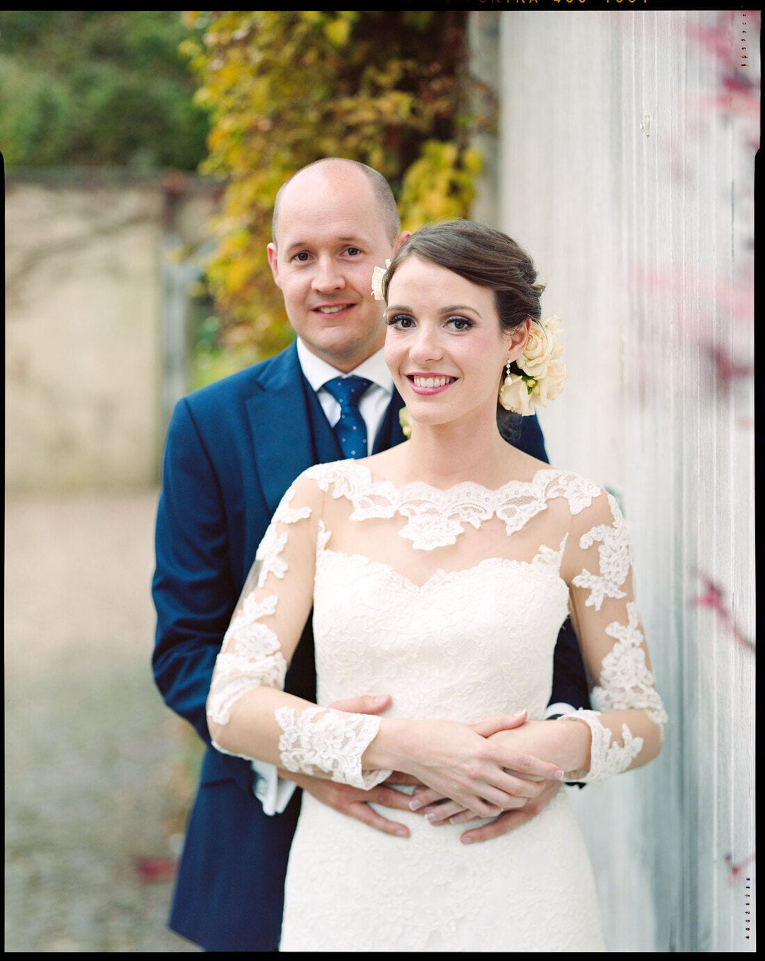 laura and mike pose for their northbrook park wedding photographer