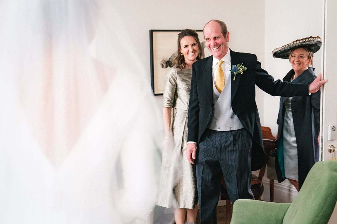 dad sees his daughter in her wedding dress for the first time