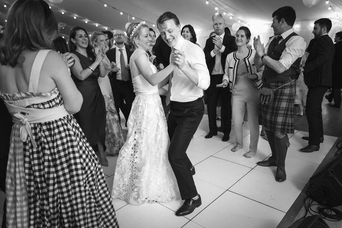 the newlyweds dance the night away at chiswick house